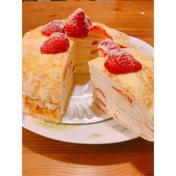 巧薇跟著做了草莓千層蛋糕