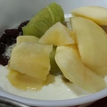萬金兔跟著做了簡易優格水果早餐杯