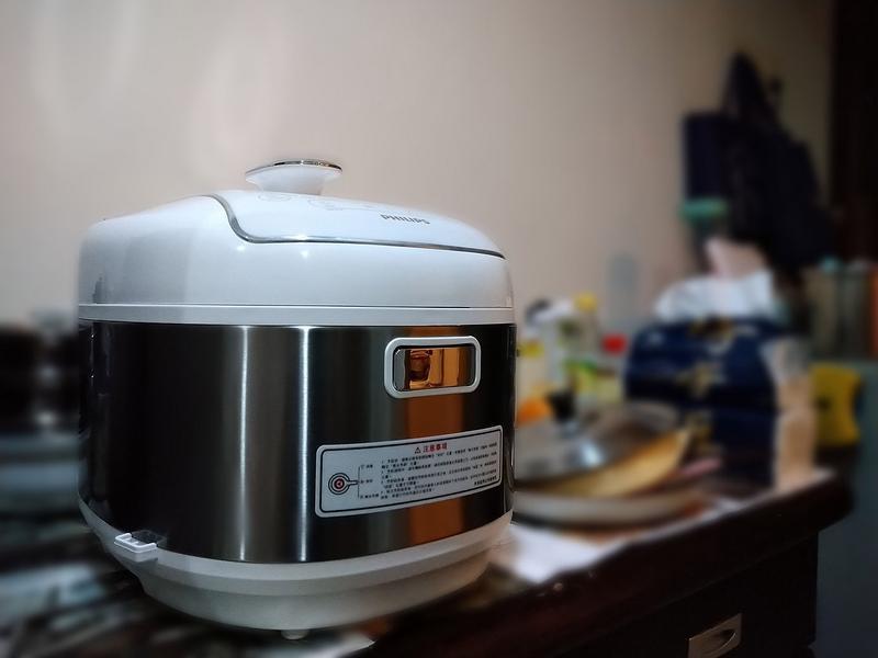 雙重溫控、免顧火,輕鬆煮出零失敗料理飛利浦智慧萬用電子鍋的第 2 張圖片