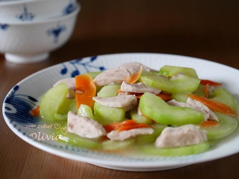Olivia♥貢丸燴大黃瓜(簡單家常菜)