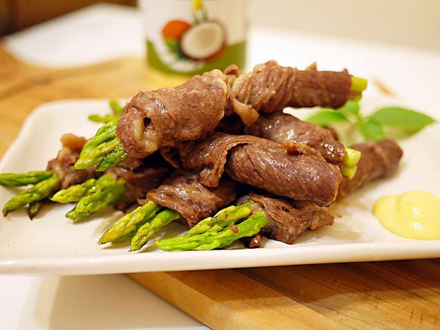 [火鍋肉片料理]蘆筍牛肉捲佐黃芥末醬
