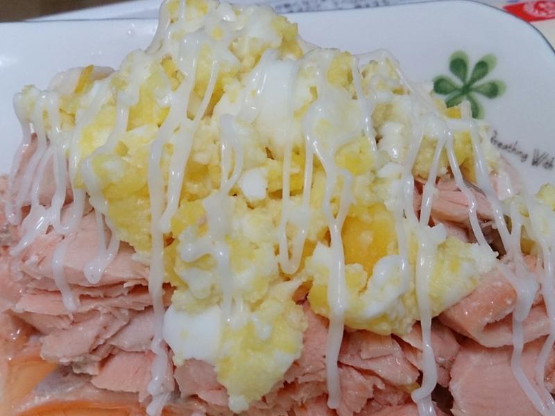 鮭魚沙拉(苦茶油料理)