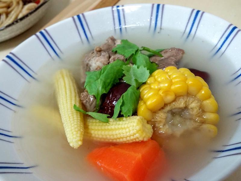 紅蘿蔔玉米排骨湯-電鍋料理