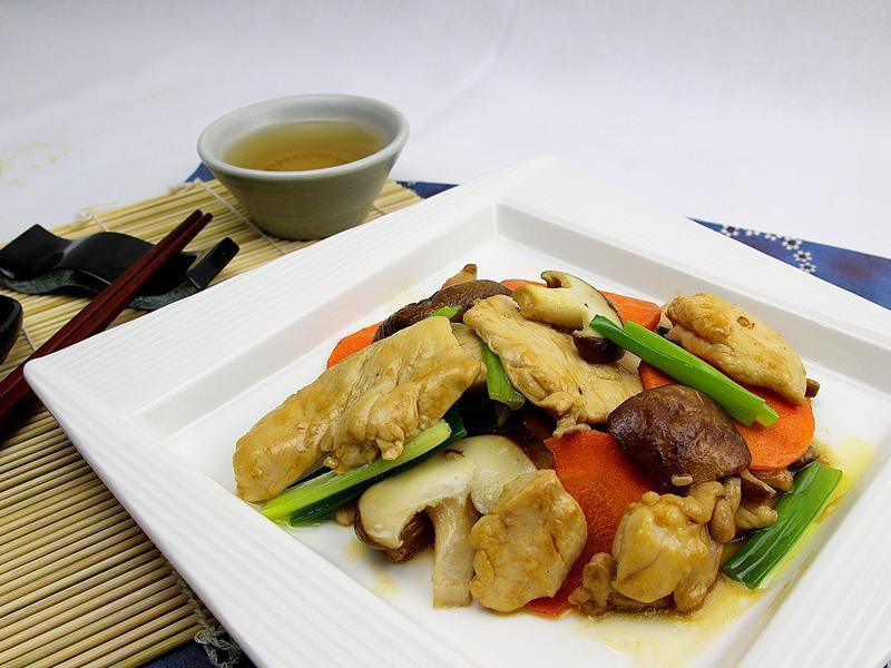 【快樂煮義】香菇嫩炒雞片