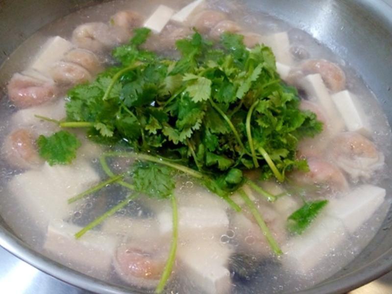 芫荽皮蛋豆腐魚皮餃湯