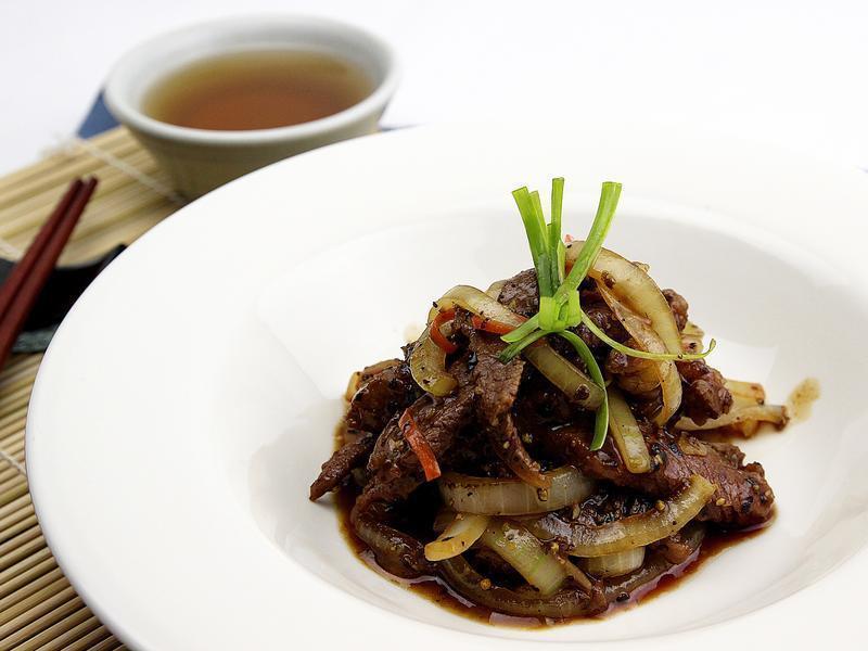 【快樂煮義】黑胡椒洋蔥牛柳