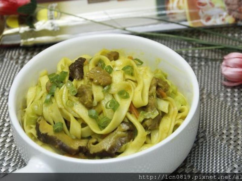 薑黃香菇肉絲炒麵