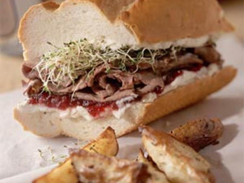 彈力牛肉苜蓿芽三明治