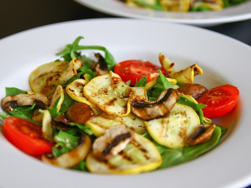 黃櫛瓜蘑菇溫沙拉