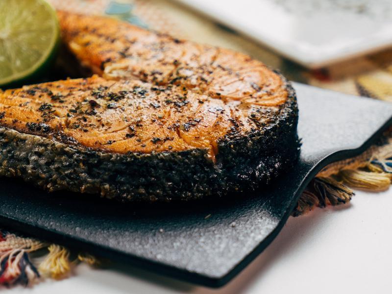 牟棱兩可香煎鮭魚-對時海鮮