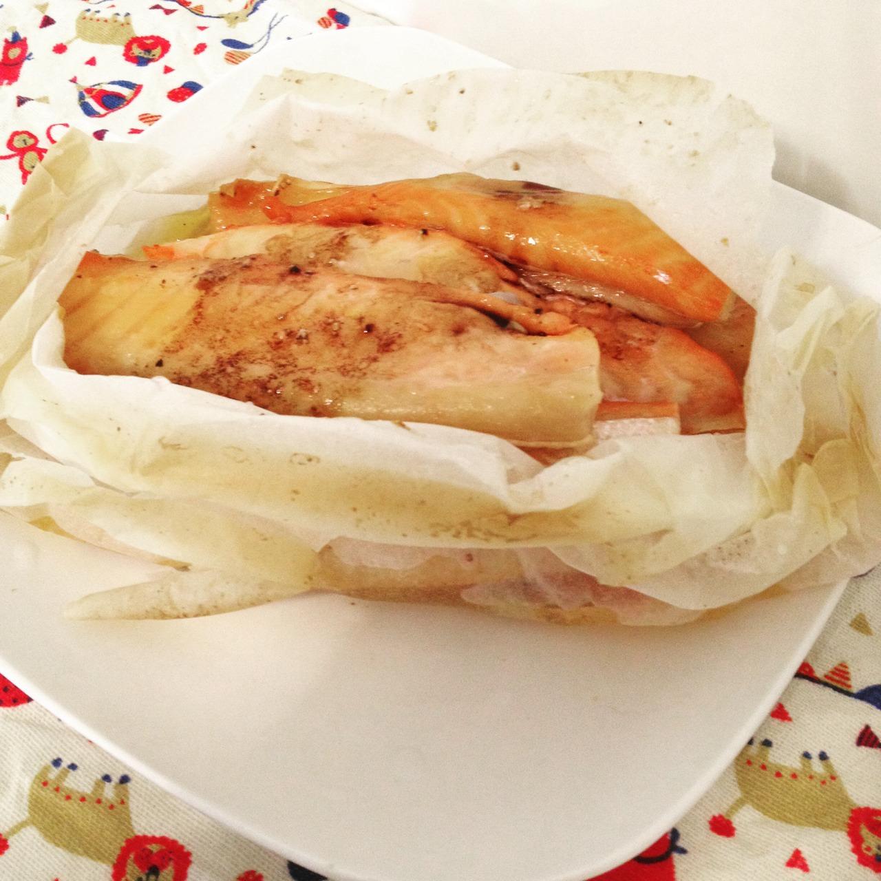 紙包奶油蒜味鮭魚