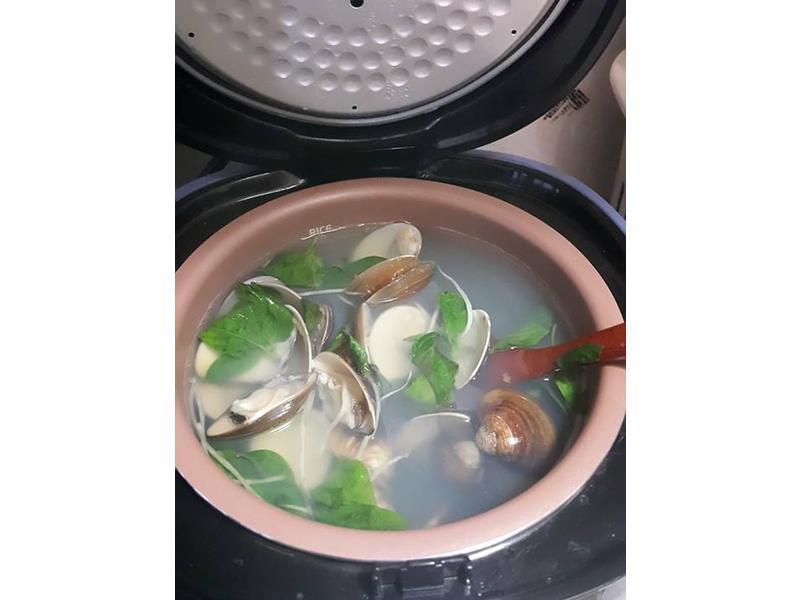 飛利浦微電鍋蛤蜊湯~
