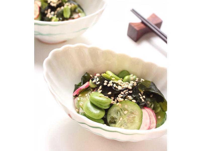 日式涼拌小黃瓜沙拉佐毛豆與海帶芽