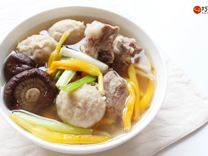金針排骨貢丸湯(電鍋料理)