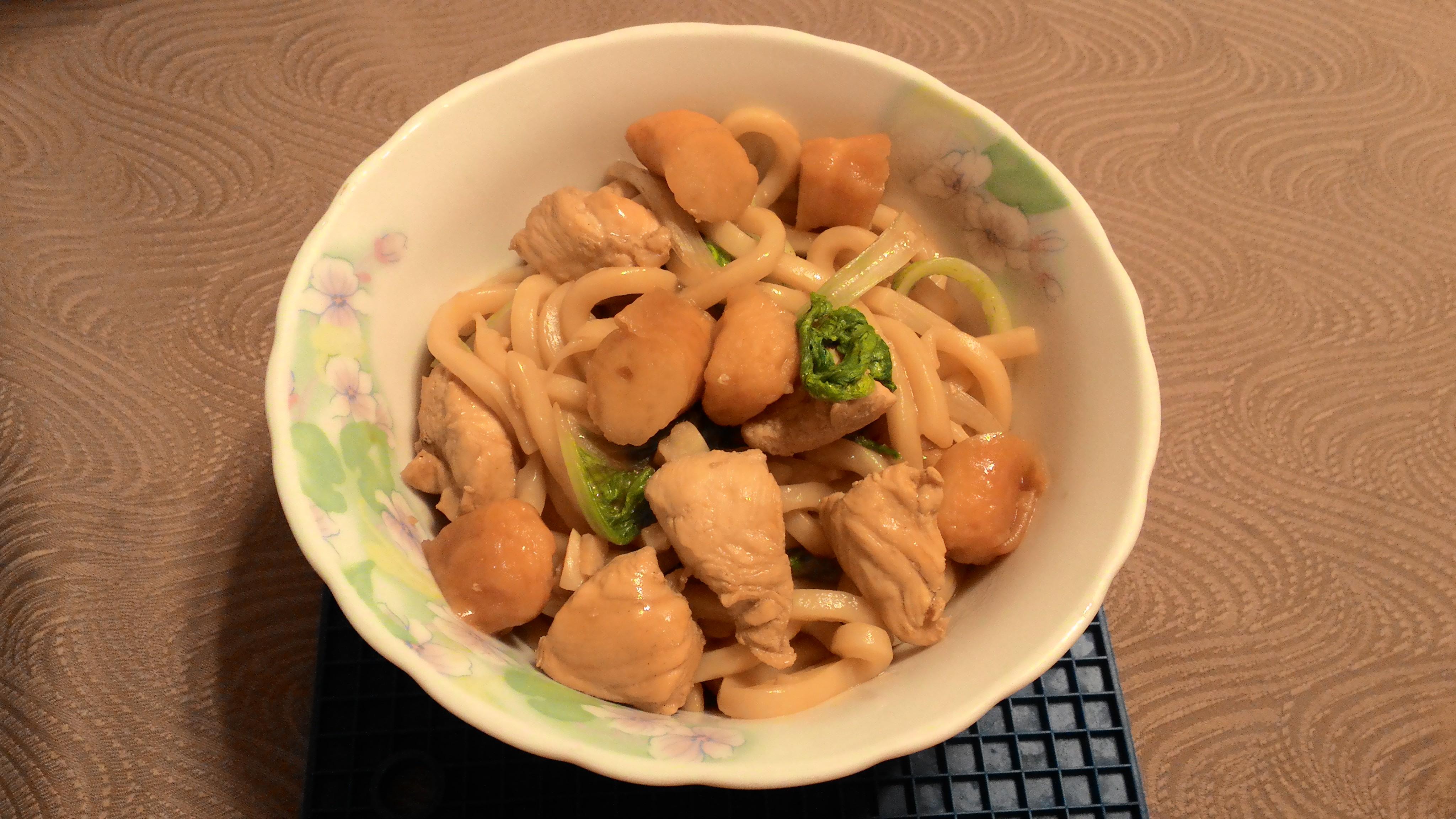 甜不辣雞肉炒烏龍麵