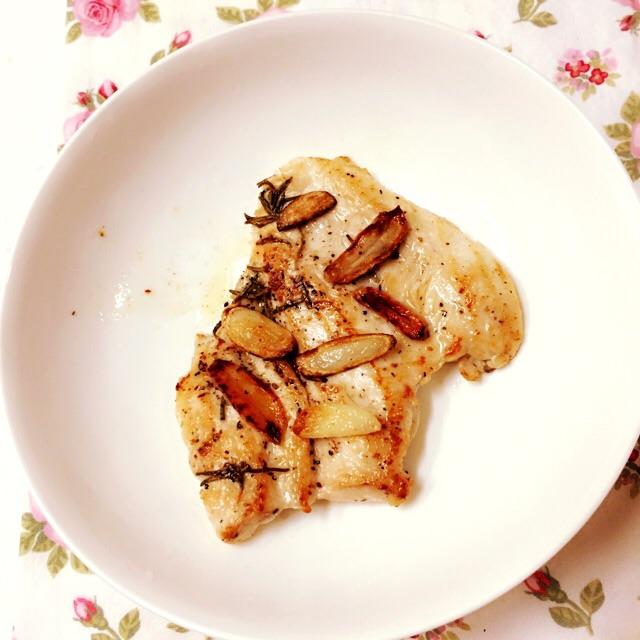 嫩煎香草雞胸肉