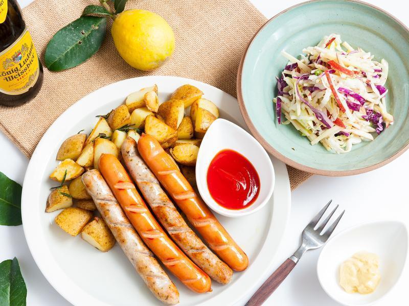 香草烤薯仔配椰菜絲沙律,香腸拼盤