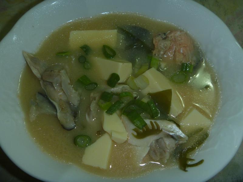 鮭魚海帶芽味噌湯