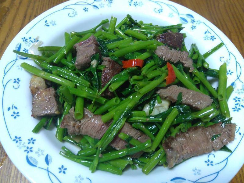 牛排炒空心菜