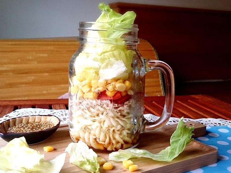 美味輕食料理 - 鮪魚番茄生菜罐沙拉