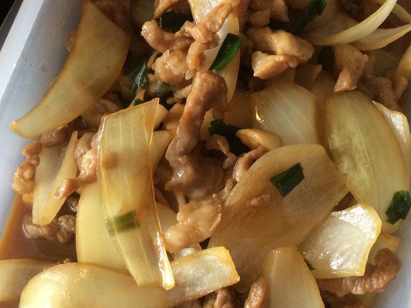 洋蔥炒豬肉絲