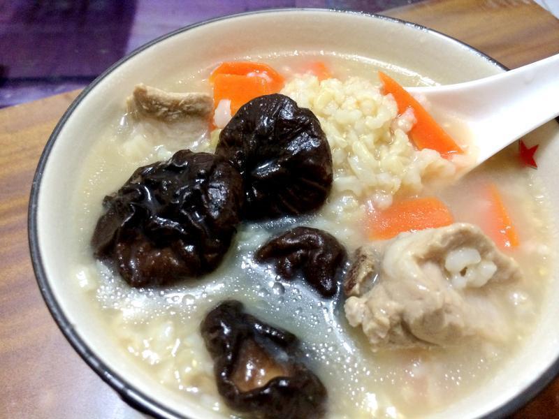 香菇糙米排骨粥