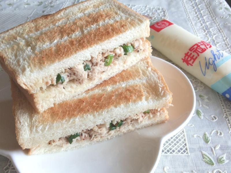 鮪魚蔥花碳烤土司【滿分早點×桂冠沙拉】