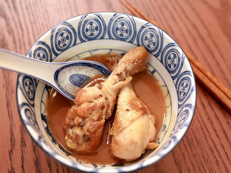 《深夜食堂》可以邊洗衣服邊做的全酒麻油雞