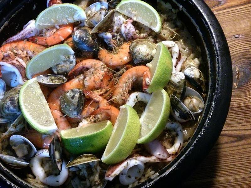 「假日料理」鮮味十足西班牙海鮮燉飯