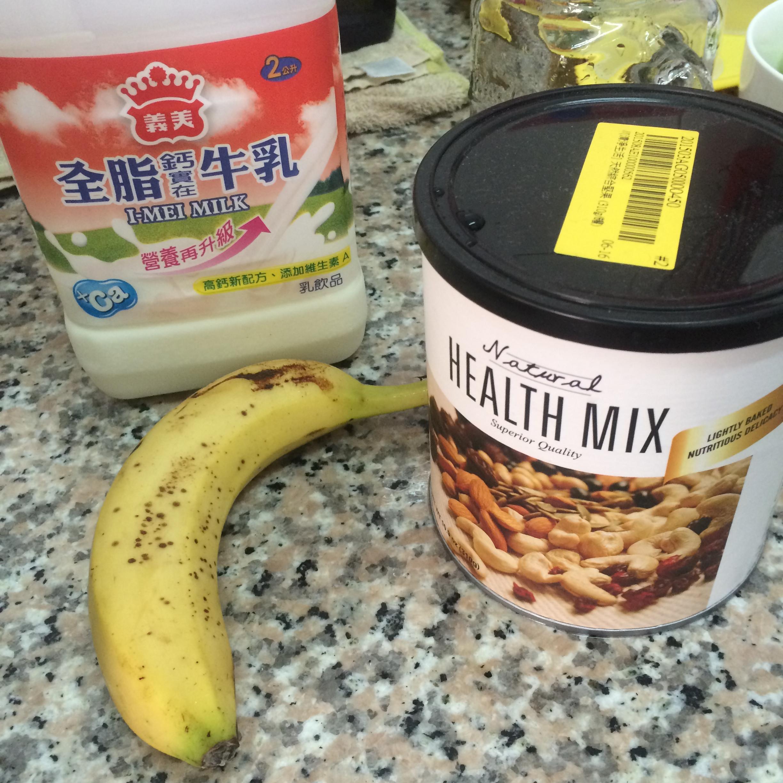 好喝好健康的堅果香蕉牛奶 / 豆漿