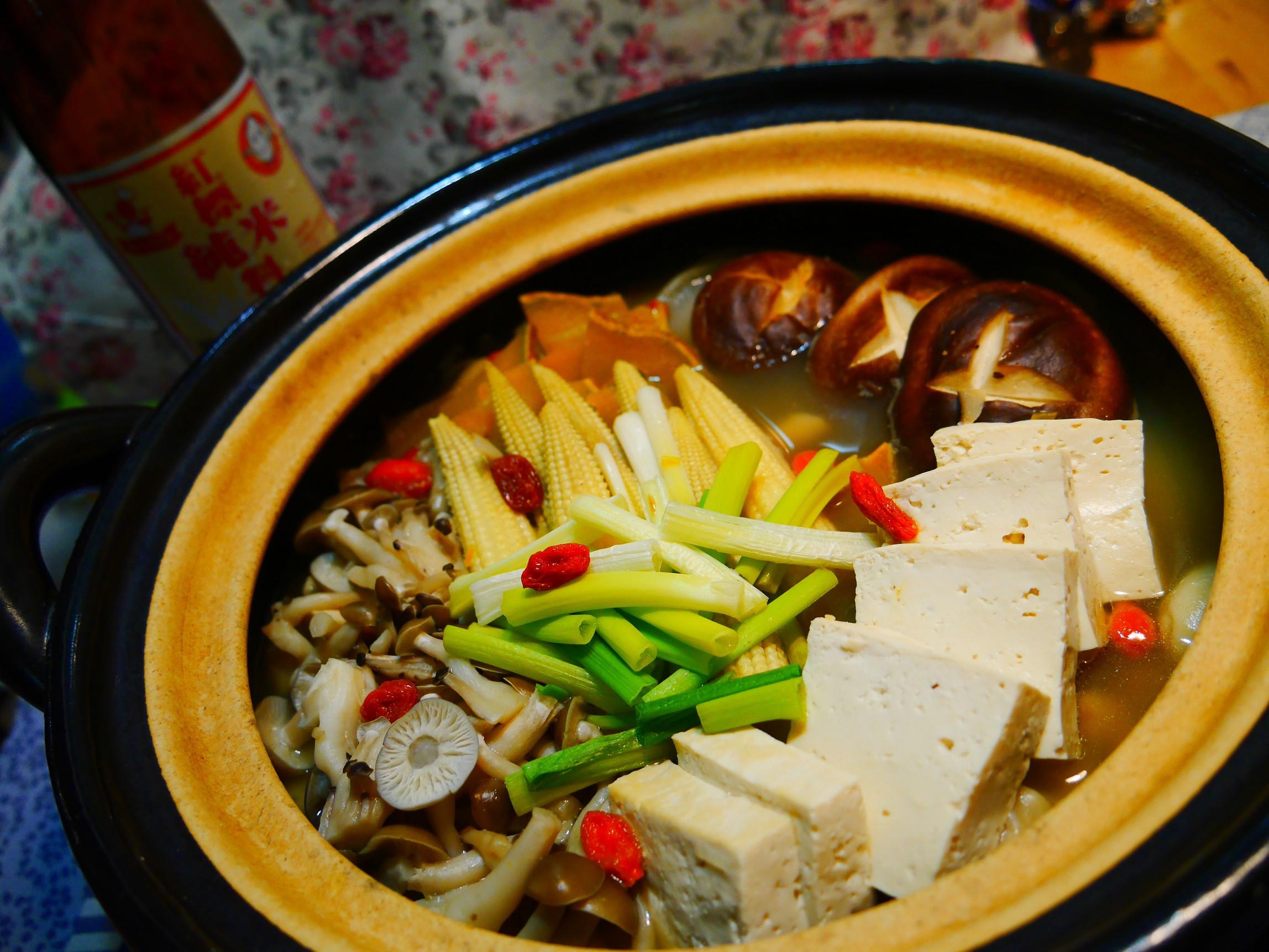 蒜頭雞肉蔬菜鍋-紅標純米料理米酒