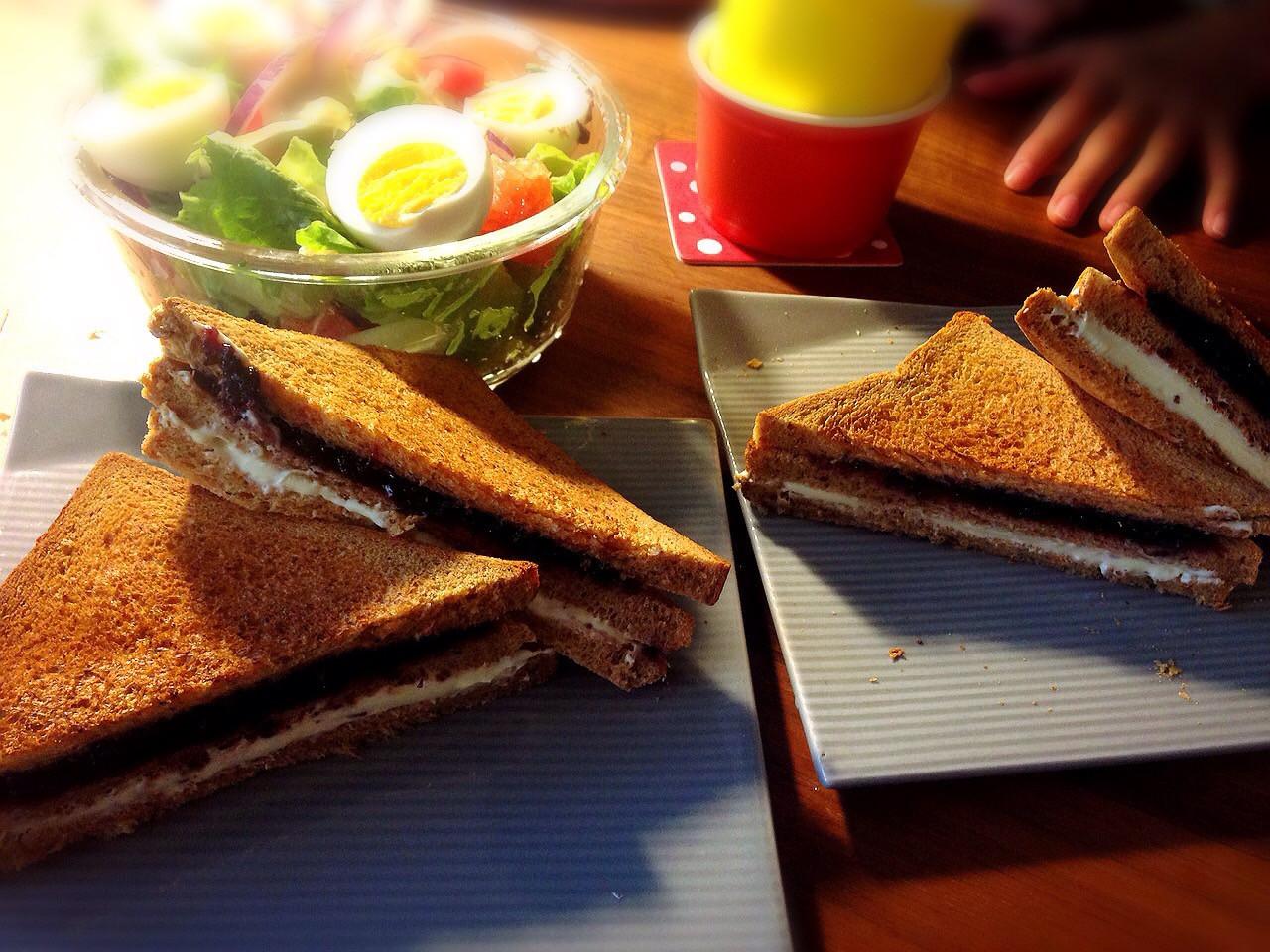 50/15早餐  藍莓乳酪全麥土司