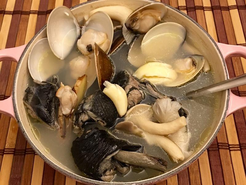蒜蒜蛤蜊烏骨雞湯