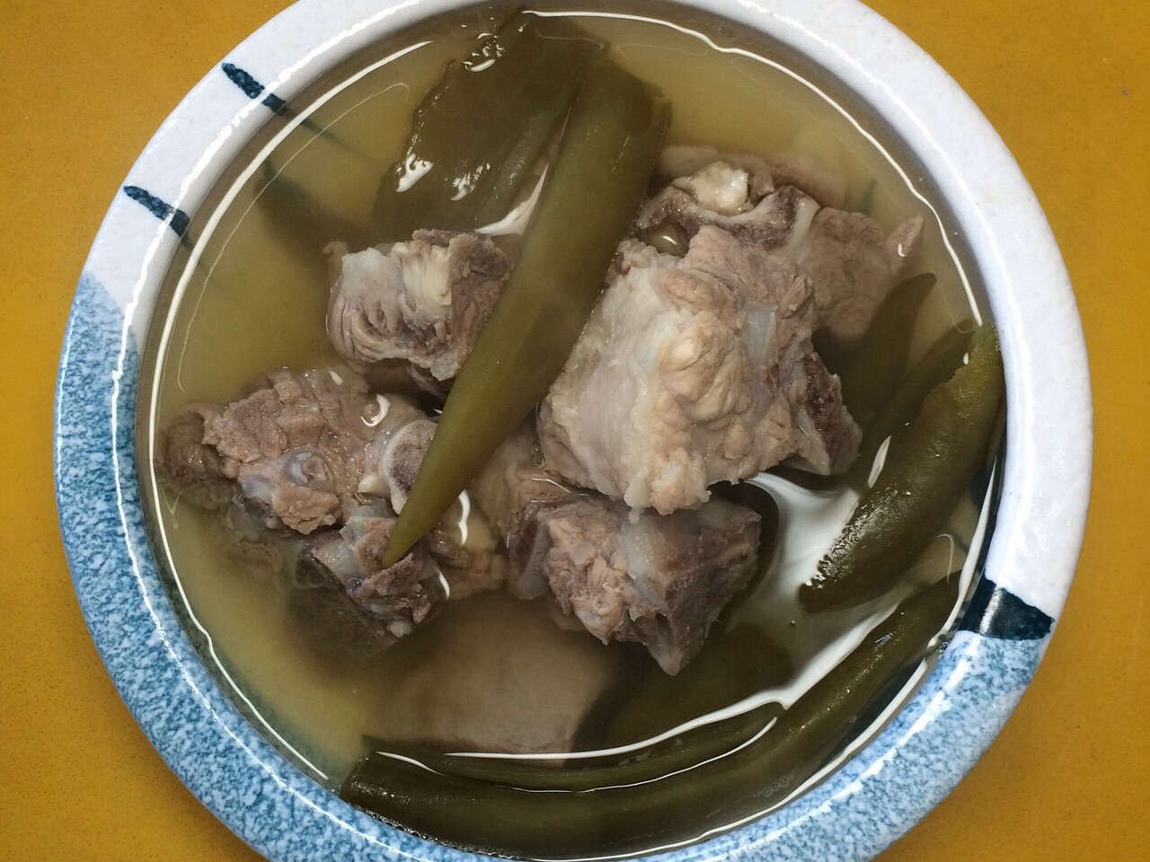 剝皮辣椒排骨湯