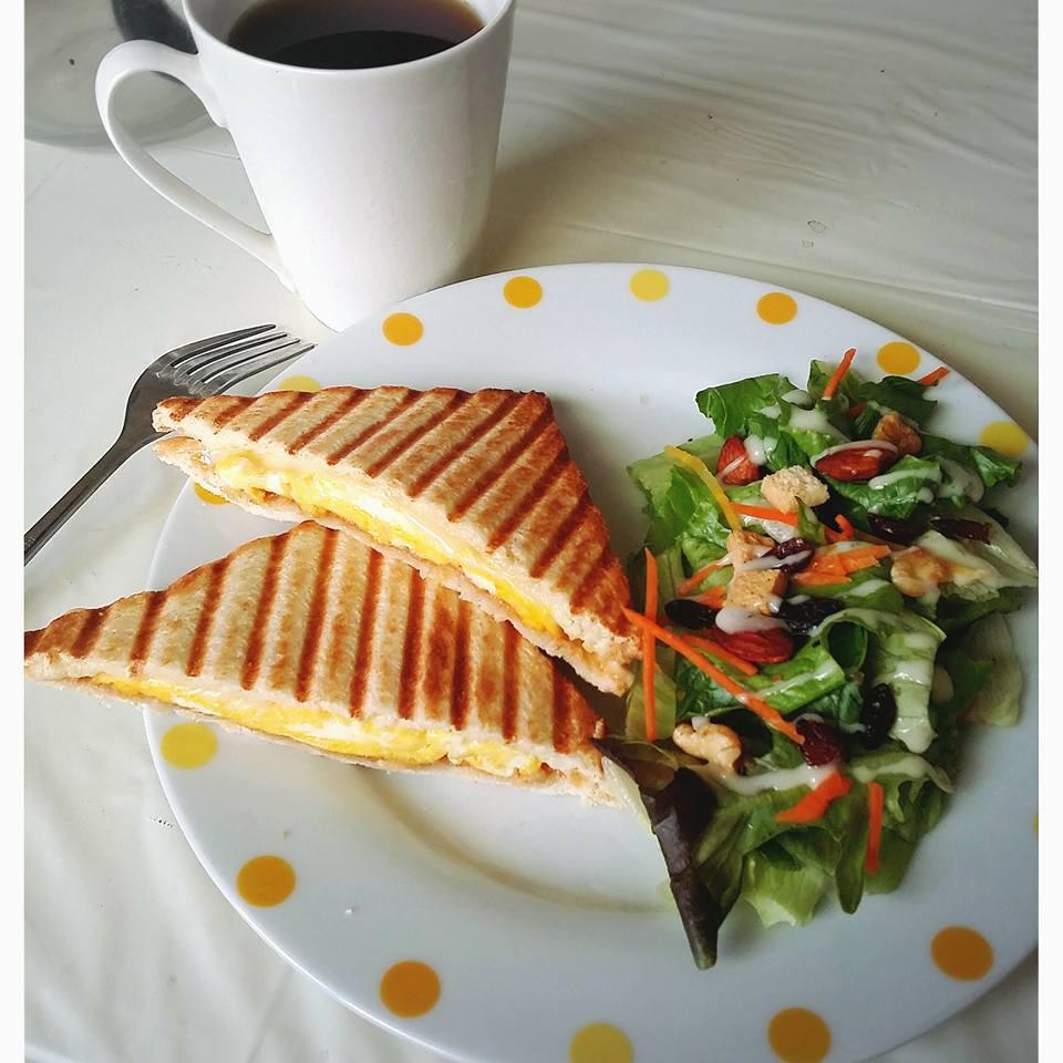 簡單早午餐//花生起司嫩蛋帕尼尼