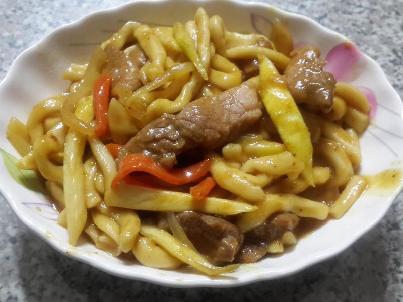 沙茶咖哩筊白筍炒麵