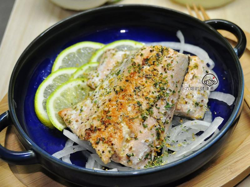 香煎鮭魚(蒙特婁香料)