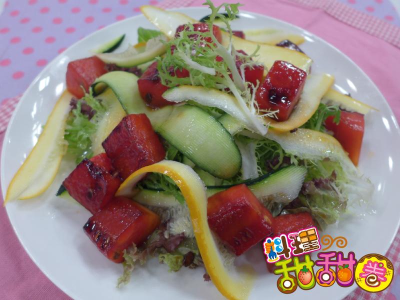 料理甜甜圈【瓜瓜料理】焦糖西瓜沙拉