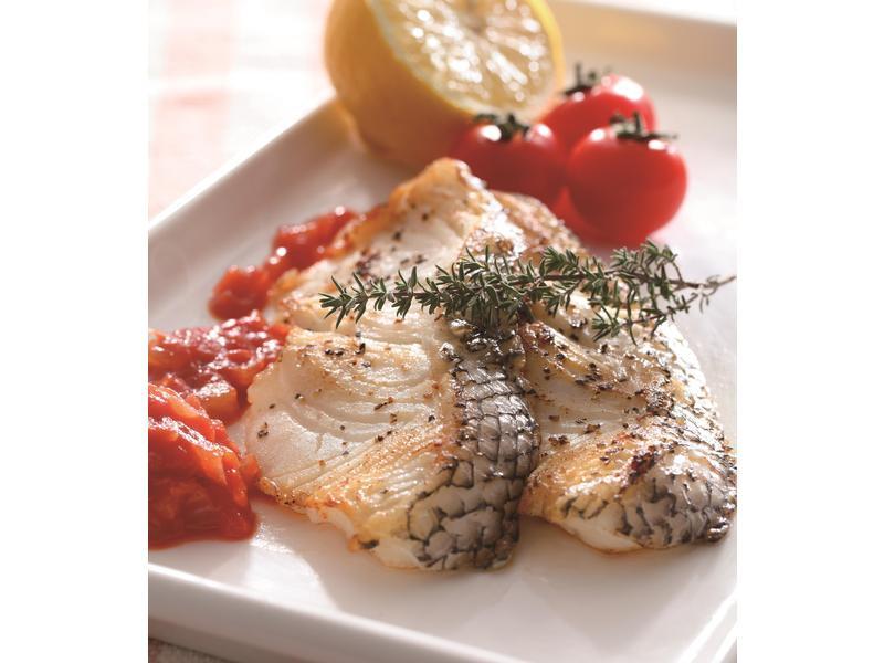 松子烤鱸魚伴茄醬