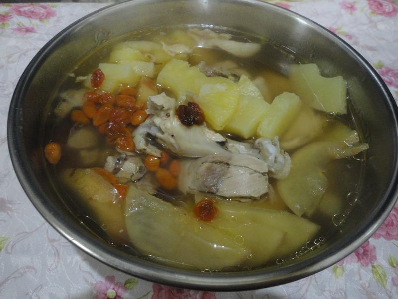 黑麥味的鳳梨苦瓜雞湯[桂丁土雞創意料理]