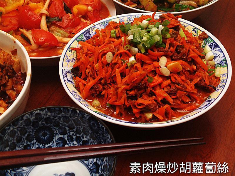 素肉燥炒紅蘿蔔絲