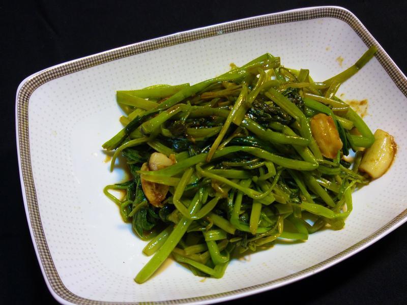 簡易沙茶炒空心菜 -  (•ө•)♡