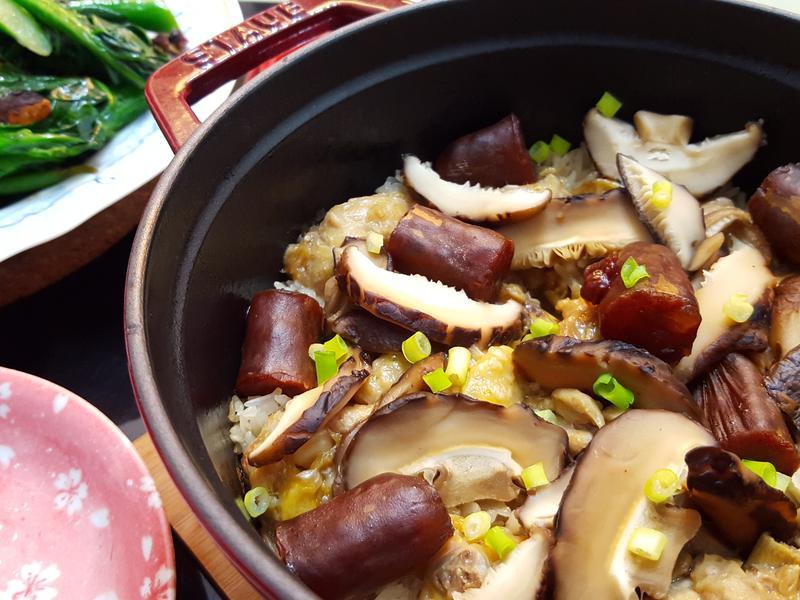 冬菇滑雞臘腸煲仔飯