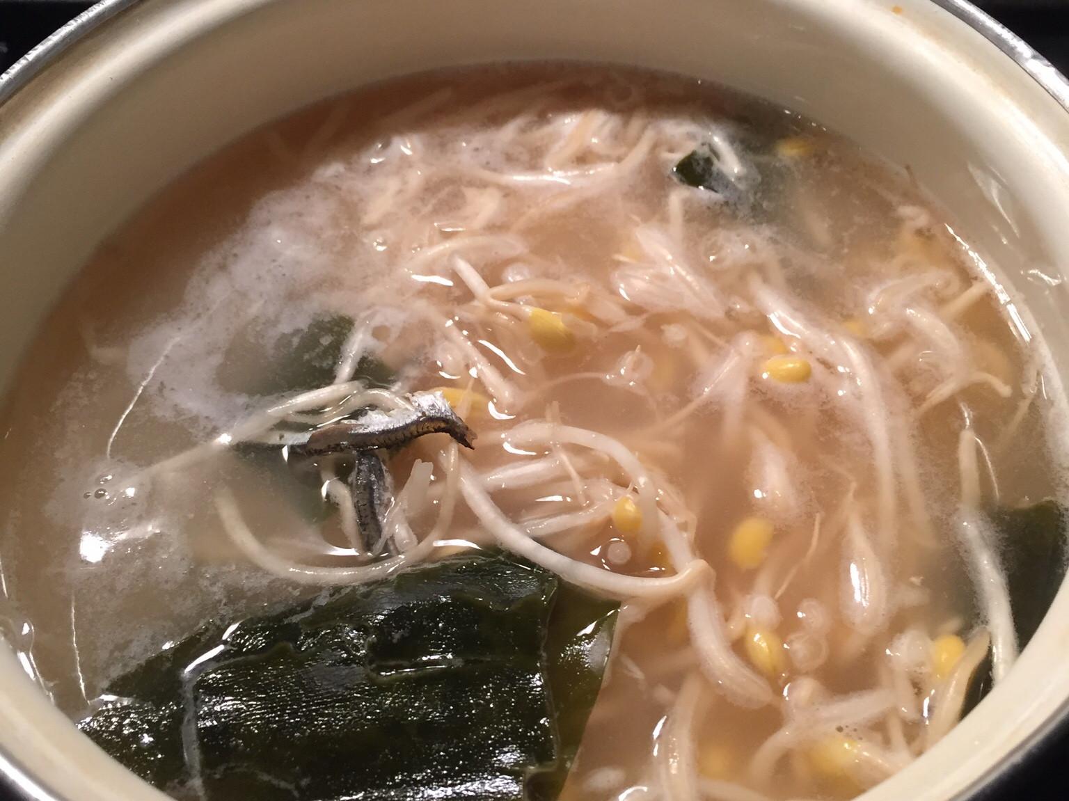 清淡韓式解酒豆芽湯~