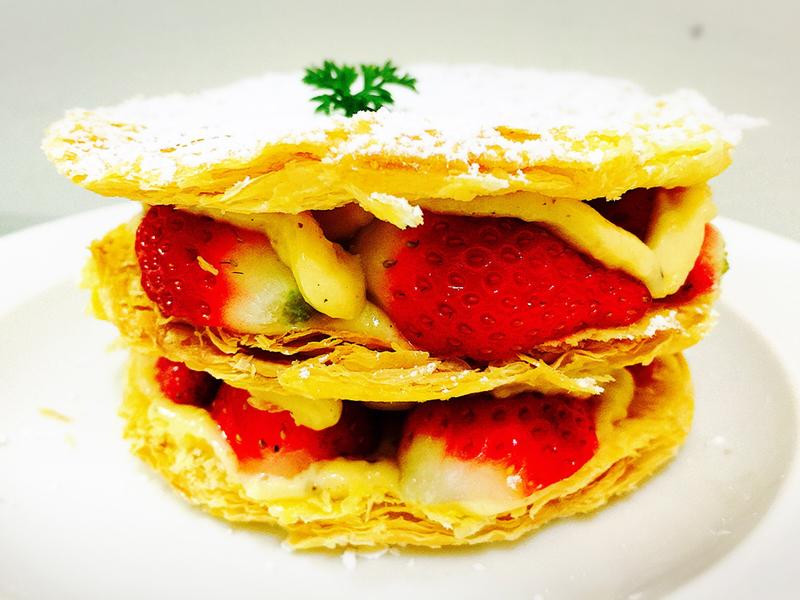 午茶系列:10顆草莓打造的「雙層草莓塔」