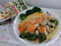 【好侍北海道白醬料理】雞肉蔬食白醬蛋包飯