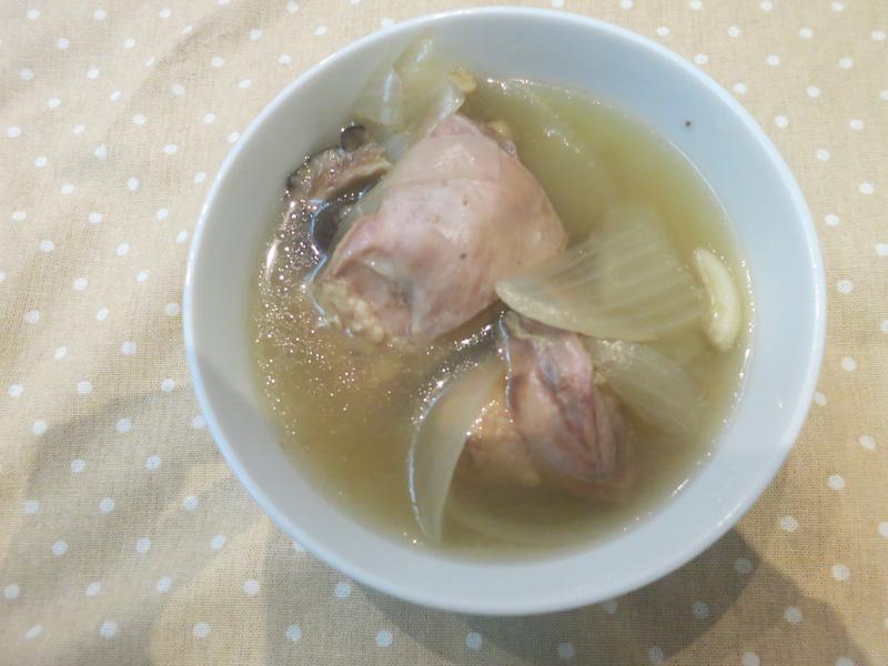 洋蔥蒜頭雞湯-電子鍋料理
