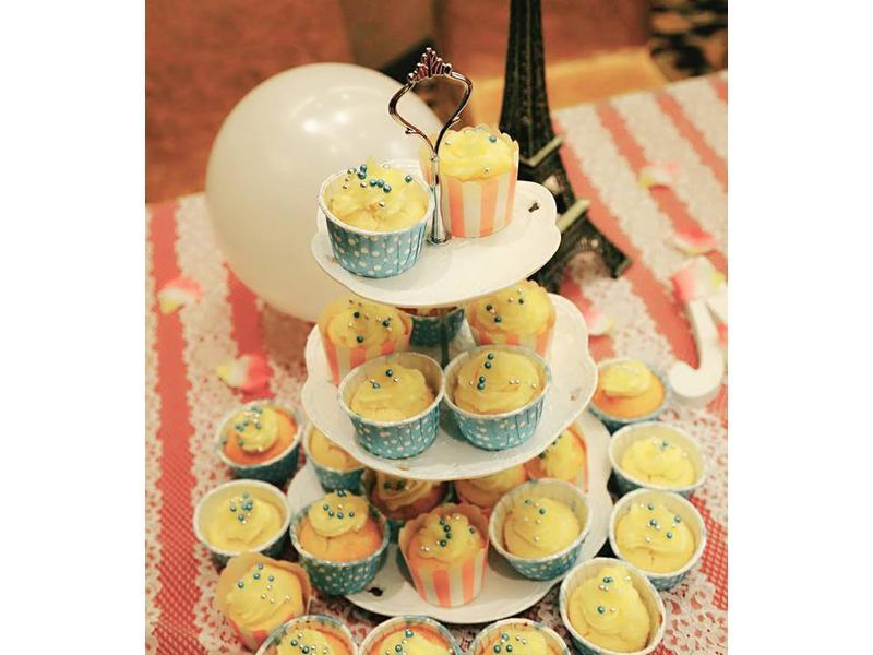 香草杯子蛋糕配奶油霜