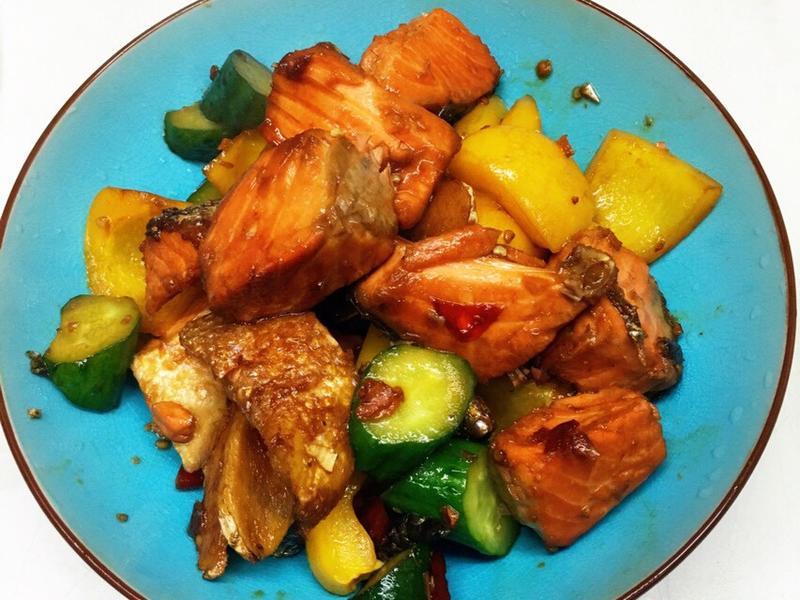 黃綠紅✨彩蔬燴鮭魚