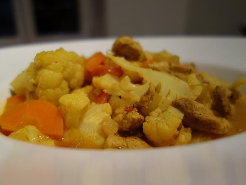 香氣逼人的印度咖哩雞燉蔬菜